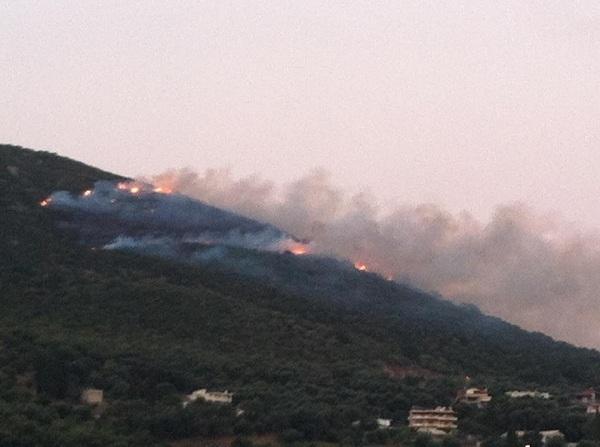 Κατασβέστηκε η φωτιά στην Αγία Κυριακή – Ευχαριστίες του Αντιπεριφερειάρχη στους πυροσβέστες