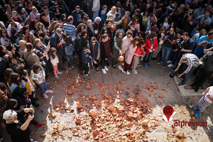 Πρέβεζα: Η Πρέβεζα γιόρτασε την πρώτη Ανάσταση με εκκωφαντικό τρόπο (photos+vid)
