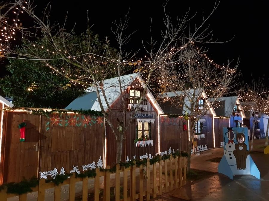 Τη μεταφορά του Χριστουγεννιάτικου χωριού σε άλλο σημείο προτείνει η τοπική κοινότητα Πρέβεζας