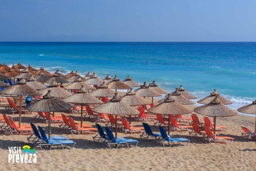 Νέα ΚΥΑ για τις παραλίες-Πως θα τοποθετηθούν ξαπλώστρες και ομπρέλες
