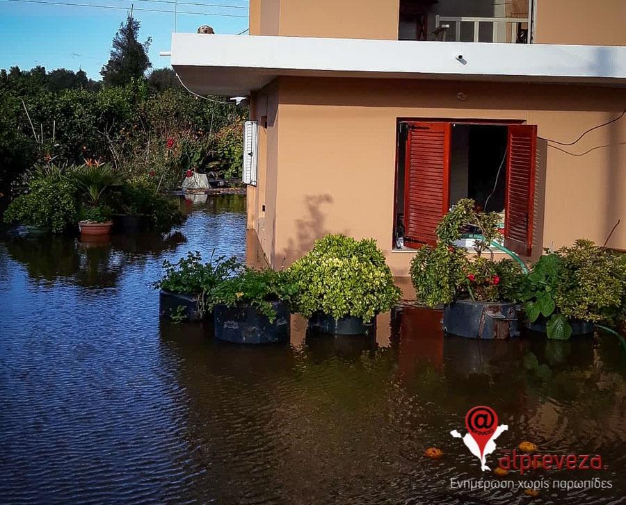 Πρέβεζα: Πλημμύρισαν κατοικίες στην Πρέβεζα από τις έντονες βροχοπτώσεις (photos)