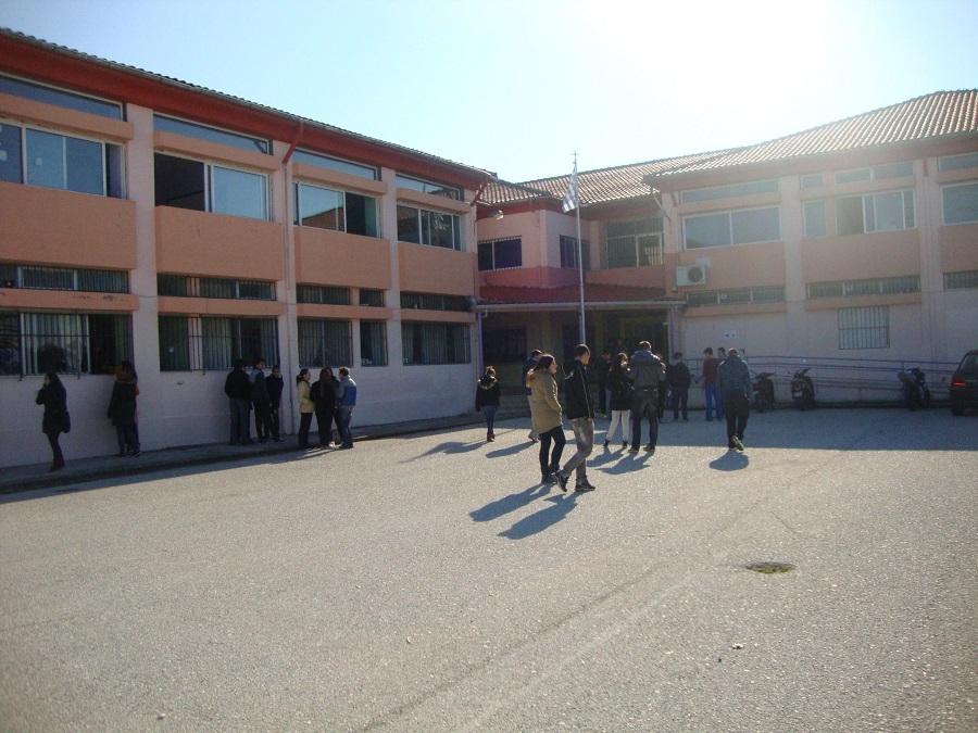 Σε κινητοποιήσεις προχωρούν οι μαθητές του 1ου Λυκείου Πρέβεζας ενάντια στη μείωση τμημάτων στη Β' και Γ' Λυκείου