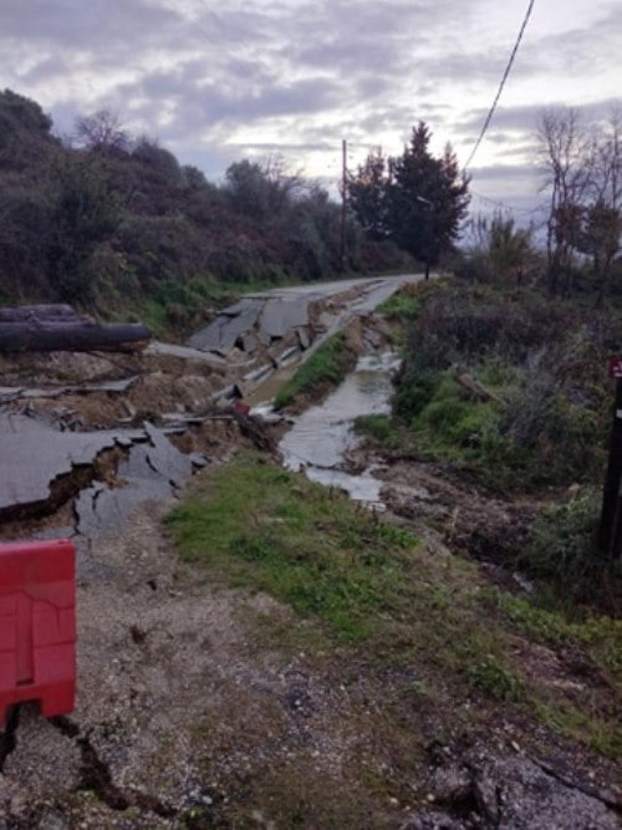 Μεγάλη καθίζηση σε δρόμο της Τ.Κ Νικόπολης – Διακόπηκε η υδροδότηση