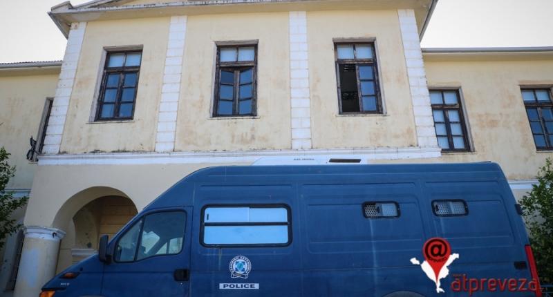 Στον εισαγγελέα οδηγήθηκαν οι 11 συλληφθέντες για την υπόθεση διακίνησης ναρκωτικών-Δύο αφέθηκαν ελεύθεροι