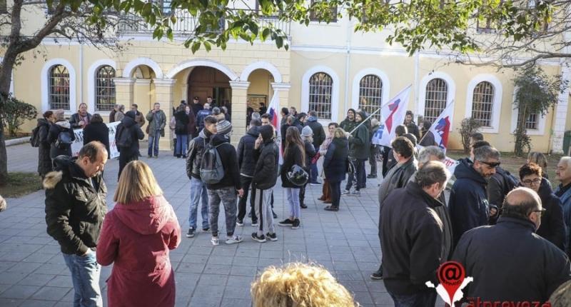 Αναβλήθηκε η δίκη 6 στελεχών του ΚΚΕ για τη δράση τους κατά των πλειστηριασμών στην Πρέβεζα (photos)